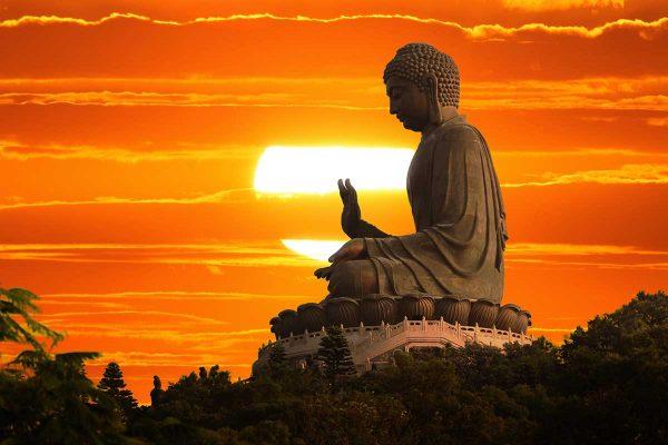Bouddha avec un coucher de soleil